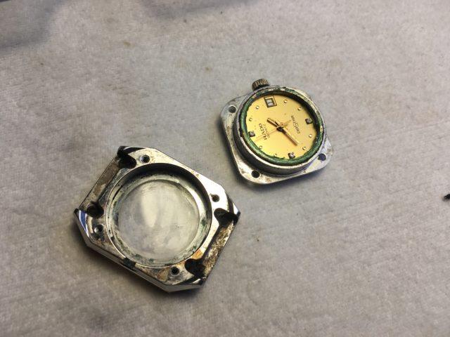 Armbanduhr vor der Reinigung